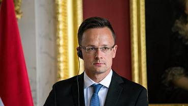 Szef węgierskiej dyplomacji Péter Szijjártó (na zdjęciu) wezwał do rewizji sankcji na Rosję po podpisaniu umowy, która może ułatwić Gazpromowi wstrzymanie zimą tranzytu gazu przez Ukrainę.