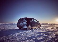 Hyundai prezentuje zamaskowany prototyp i20N. I testuje go w ekstremalnych zimowych warunkach
