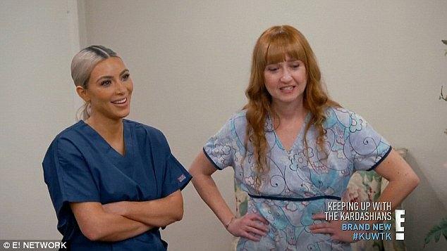 Kim Kardashian maluje zmarłą kobietę