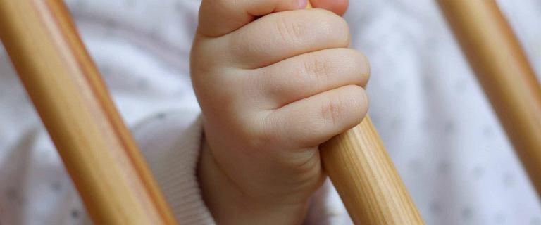 Zabójstwo niemowlęcia z Olecka. Wróciło do rodziców z rodziny zastępczej