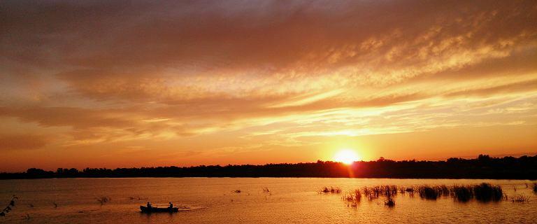 Orneta. Dwie 17-latki pływały nago w jeziorze. Staną przed sądem