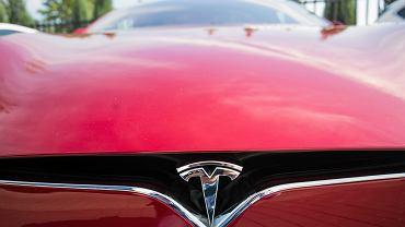 Samochód Tesla rozpędził się w podziemnym tunelu do 186 km/h