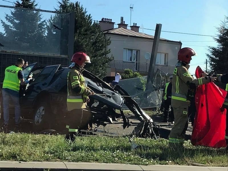 Tragiczny wypadek w Rzeszowie. Samochód rozbił się na barierach energochłonnych