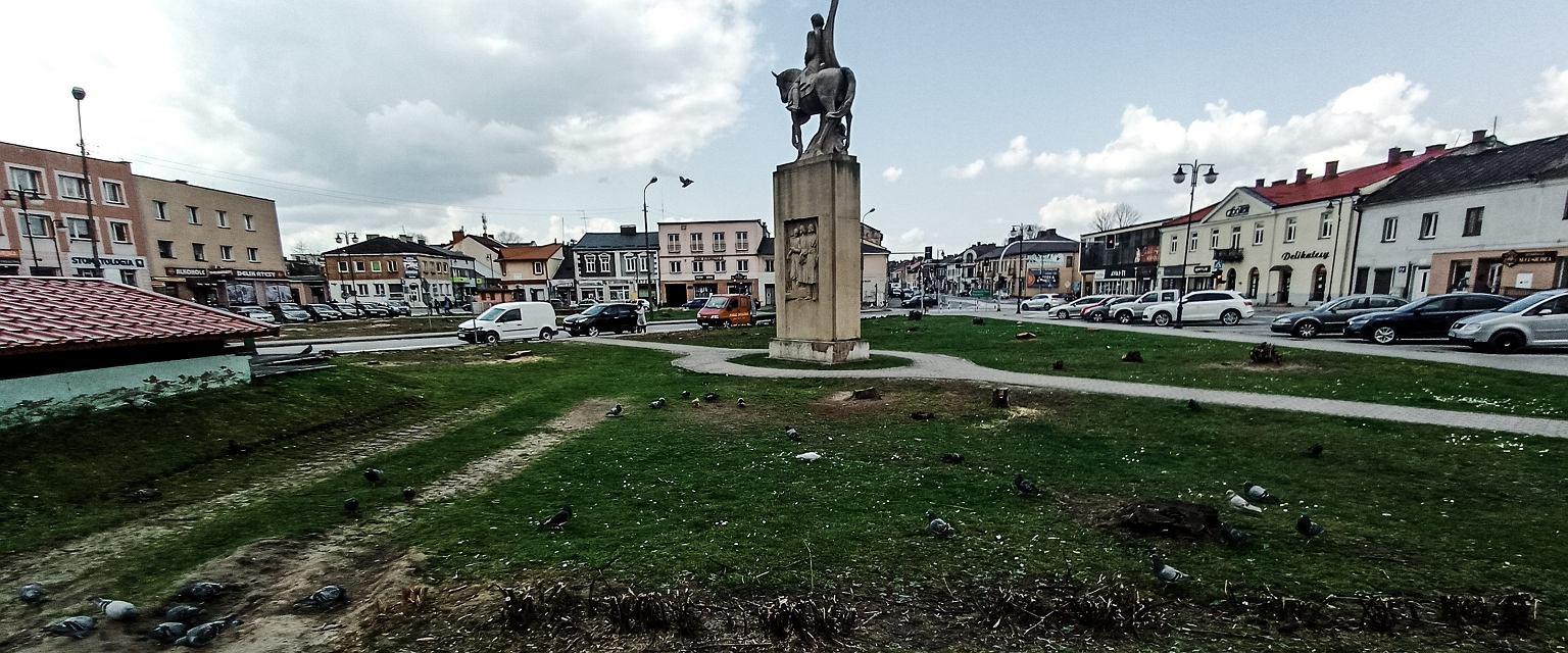 Życie w Końskich nie skupia się wokół centralnego placu w mieście nazywanego rynkiem (fot. Mariusz Sepioło)