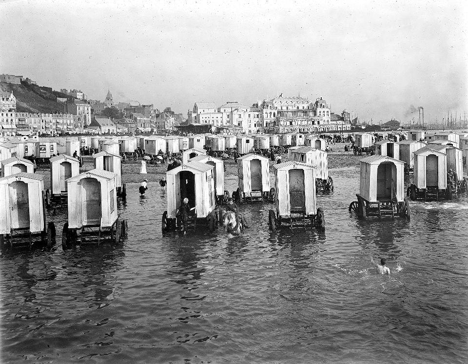 Plaża w Boulogne-sur-Mer, Francja 1890-1900