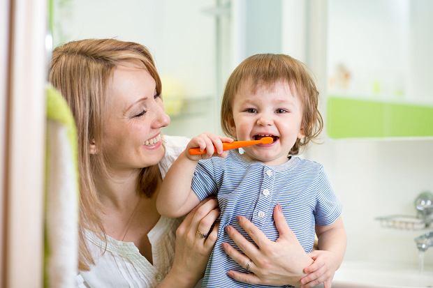 Opuchnięte dziąsła u dziecka - czy zawsze są objawem choroby?