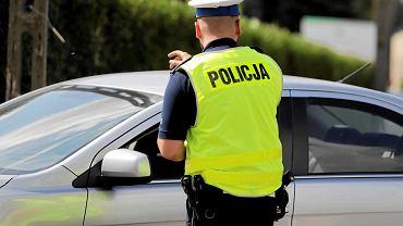 Mężczyzna próbował okłamać policjantów, wydała go 4-letnia córka. Zdjęcie ilustracyjne