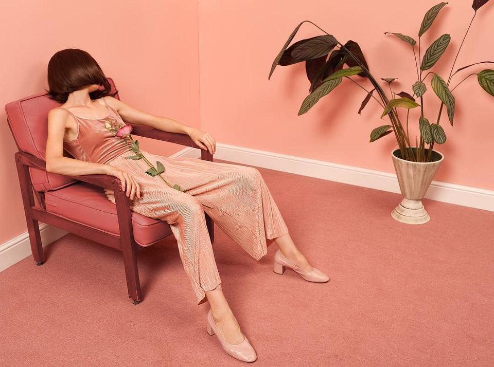 Kolor brzoskwiniowy - modny odcień we wnętrzach