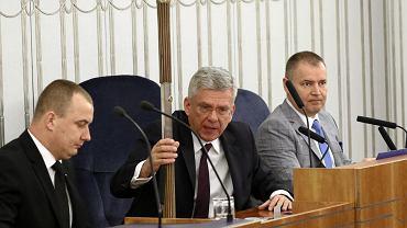 Marszałek senatu Stanisław Karczewski otwiera posiedzenie.