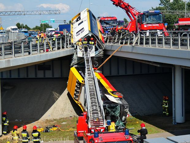 Wypadek autobusu komunikacji miejskiej w Warszawie (Fot. Dariusz Borowicz / Agencja Gazeta)
