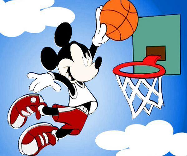 Myszka Miki gra w koszykówkę!