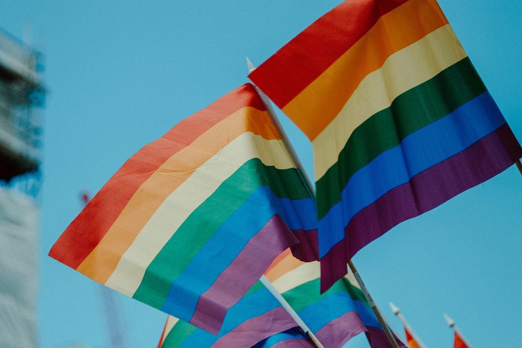 Tęczowa flaga (zdjęcie ilustracyjne)