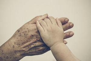 Wszystkich Świętych. Jak oswoić dziecko ze śmiercią i przemijaniem?