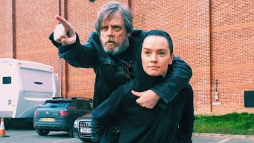 "Mark Hamill i Daisy Ridley na planie ""Star Wars: Episode VIII"""