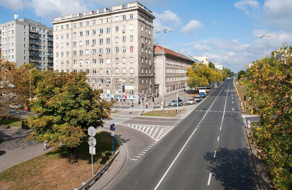Trzech wykonawców chce opracować projekt budowlany i wykonawczy przebudowy skrzyżowania ulic Czerniakowskiej i Chełmskiej.