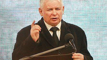 Jarosław Kaczyński przemawia w trakcie obchodów 6. rocznicy katastrofy smoleńskiej