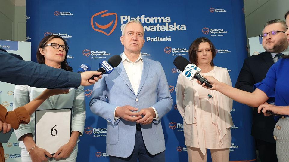 Kandydaci i kandydatki podlaskiej Koalicji Obywatelskiej w wyborach do Sejmu zainaugurowali serię konferencji prasowych, które mają być poświęcone kwestiom programu z jakim idą do jesiennych wyborów
