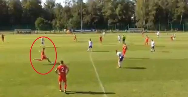 Jak Tomasz Hajto! 17-letni obrońca Wisły Kraków strzelił genialnego gola [WIDEO]