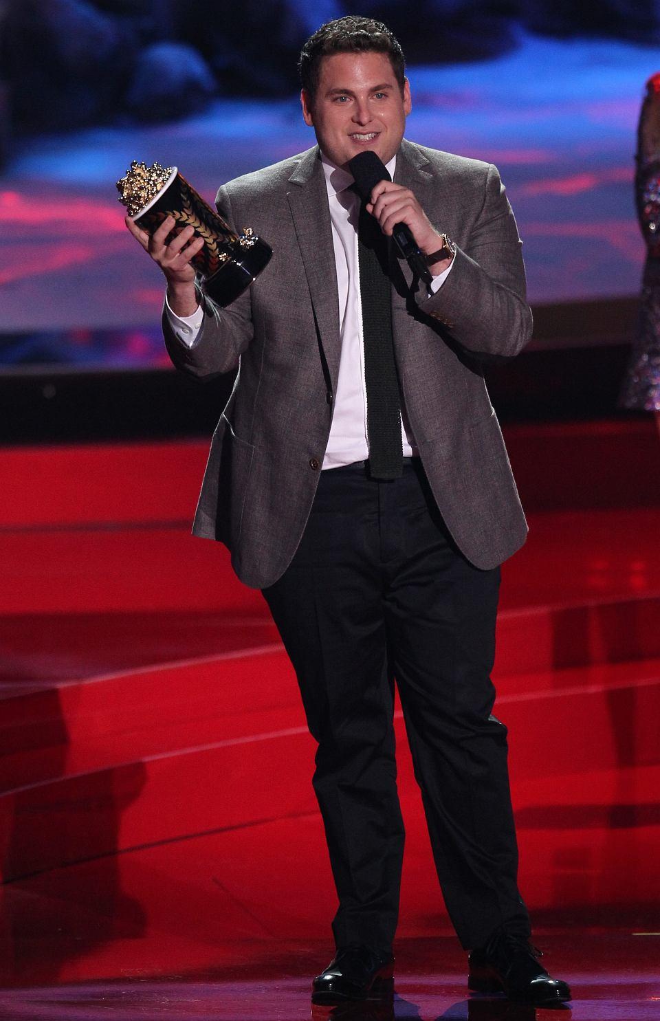 Który umawia się z Joshem Hutchersonem 2013