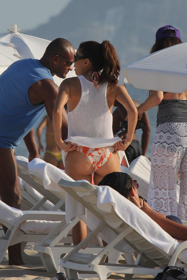 *EXCLUSIVE* Rio De Janeiro, Brazil - Eva Longoria and a few friends hit the sands of Copacabana beach in Rio. Eva looked totally relaxed while enjoying a foot massage and talking with her friends, the actress took her time to make sure she was getting the perfect Brazilian tan.      AKM-GSI          March 10, 2013      To License These Photos, Please Contact :    Steve Ginsburg  (310) 505-8447  (323) 423-9397  steve@ginsburgspalyinc.com  sales@ginsburgspalyinc.com    or    Keith Stockwell  (310) 261-8649  (323) 325-8055   keith@ginsburgspalyinc.com  ginsburgspalyinc@gmail.com *** Local Caption ***  Eva Longoria