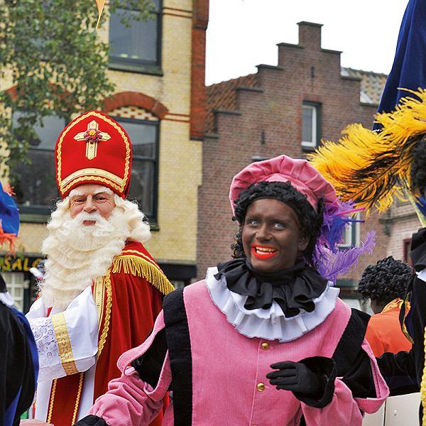 Sinterklaas iZwarte Piety, czyli Mikołajijego świta.