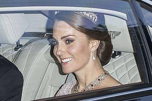 Księżna Kate w drodze na bankiet wydany na cześć hiszpańskiej pary królewskiej