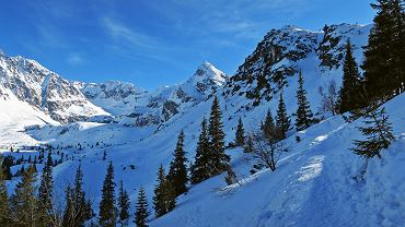 TOPR i GOPR ostrzegają przed zagrożeniem lawinowym w Tatrach oraz Karkonoszach