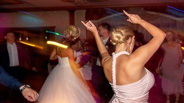 Wesele - panna młoda nie chce zaprosić na ślub siostry narzeczonego