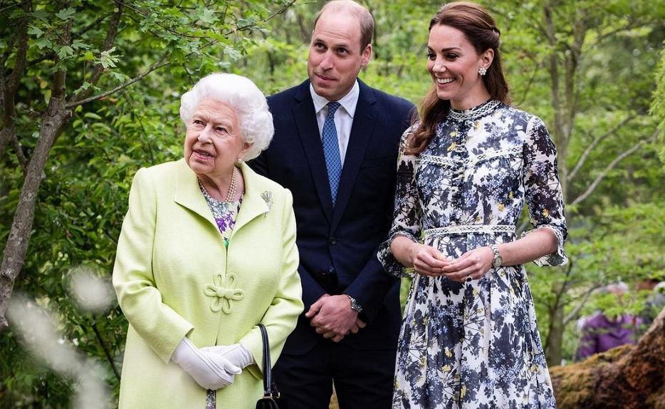Królowa Elżbieta w towarzystwie Kate i Williama