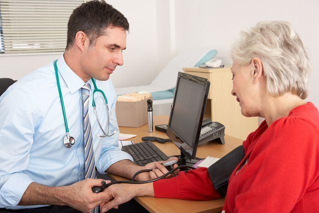 Kobiety chętniej wykonują badania profilaktyczne i myślą o swoim zdrowiu. W przypadku nadciśnienia tętniczego rozsądek i świadomość zagrożeń są jednak potrzebne obu płciom