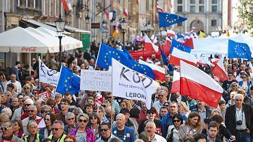 """""""Marsz Wkurzonych"""" zorganizowany przez Komitet Obrony Demokracji, 03.05.2016 Gdańsk"""