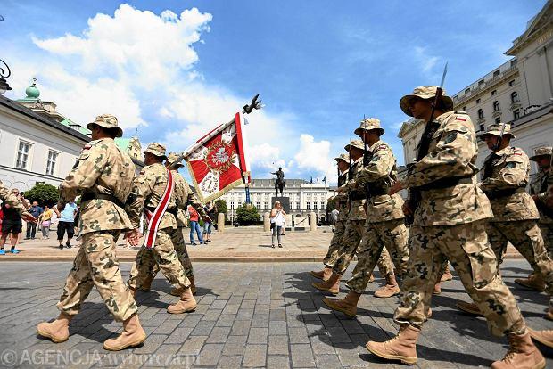 Za mundurem faktury sznurem. Ile wydaje wojsko na zakupy?