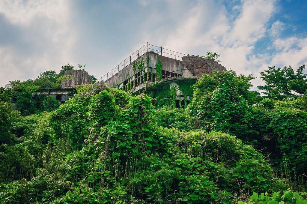 Obiekty, które fotografuje Japończyk, od lat stoją opuszczone i zapomniane
