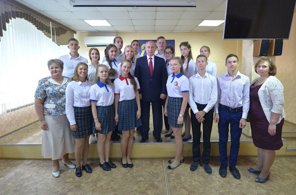 Władimir Putin z gospodarską wizytą w gimnazjum nr2 we Władywostoku. 1 września 2016