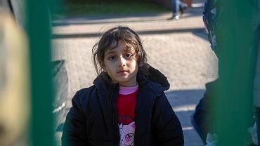 Michałowo. Uchodźcy pod placówką SG błagali, żeby nie wywozić ich na granicę z Białorusią. W grupie ponad połowę stanowiły kobiety i dzieci. Wywieziono wszystkich