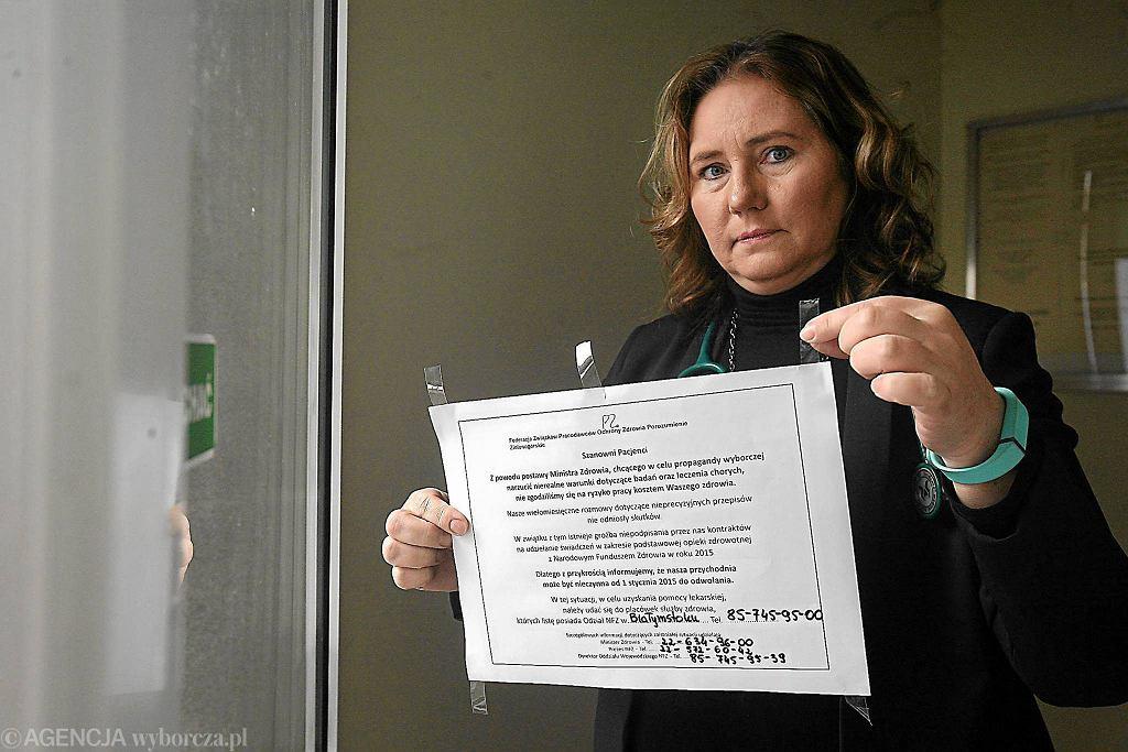 Lekarka z Białegostoku, która należy do Porozumienia Zielonogórskiego, wiesza na drzwiach przychodni kartkę z informacją o tym, że od 2 stycznia placówka będzie nieczynna