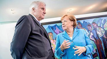Minister spraw wewnętrznych Niemiec Horst Seehofer rozmawia z kanclerz Angelą Merkel, Berlin, 13.06.2018.