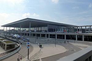 Ze słynnego lotniska widmo w końcu zaczną latać samoloty? Przetestuje je 20 tysięcy wolontariuszy