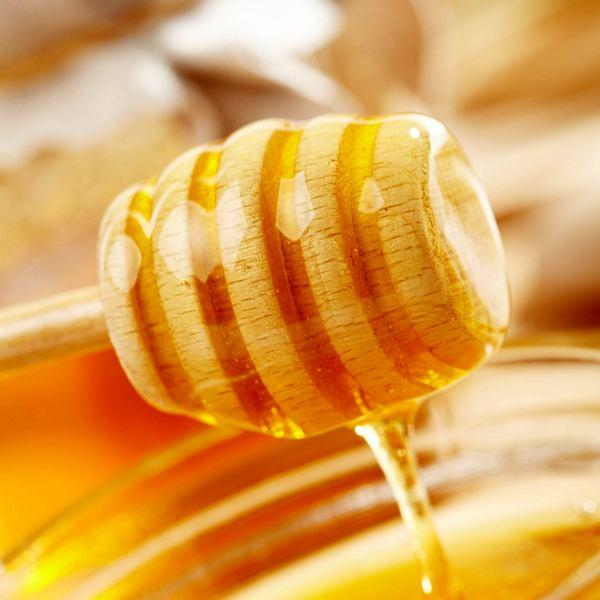 Miód czyli naturalna słodycz nie tylko do deserów. 3 przepisy na wytrwane dania z miodem
