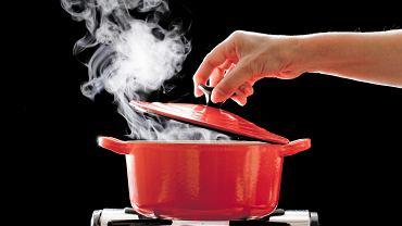 Warto też pamiętać, że obróbka termiczna np. gotowanie zabija wirusy. Temperatura powyżej 70 stopniach C zapewnia bezpieczeństwo mikrobiologiczne żywności