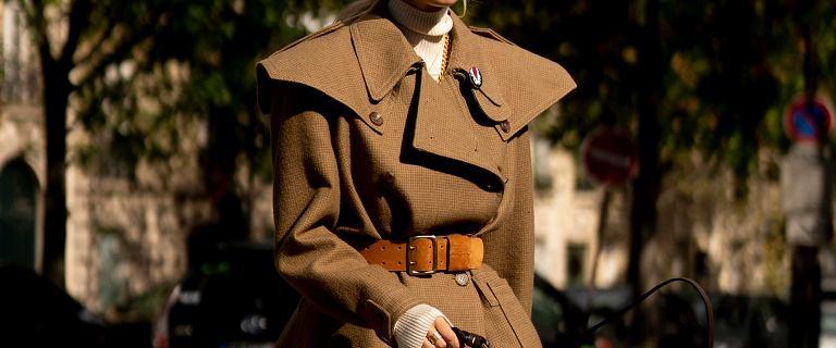 Modne płaszcze na wiosnę 2021 - beżowy prochowiec pokochały french chic! Te modele kupisz za mniej niż 200 zł