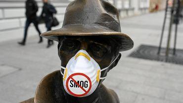 Happening Łódzkiego Alarmu Smogowego '107 mln na 107 dni ze smogiem'