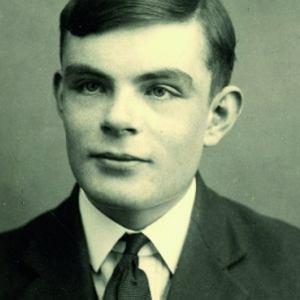 Tuż po II wojnie światowej Alan Turing przewidywał, że w ciągu 50 lat zostanie skonstruowany komputer, którego odpowiedzi będą tak realne, że rozmawiający z nim człowiek nie będzie w stanie odróżnić go od żywego rozmówcy.