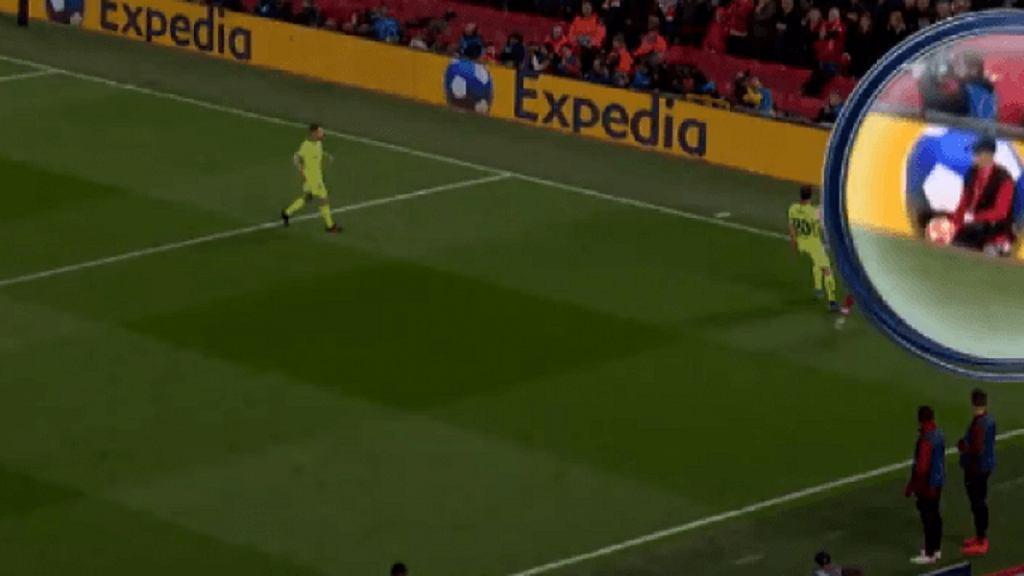 Zachowanie chłopca do podawania piłek przy decydującym golu dla Liverpoolu
