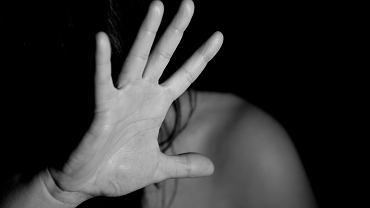 Raport KE. Pandemia sprawiła, że kobiety częściej doświadczają przemocy