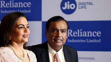 Mukesh Ambani z żoną Neetą, 12 sierpnia 2019 r.