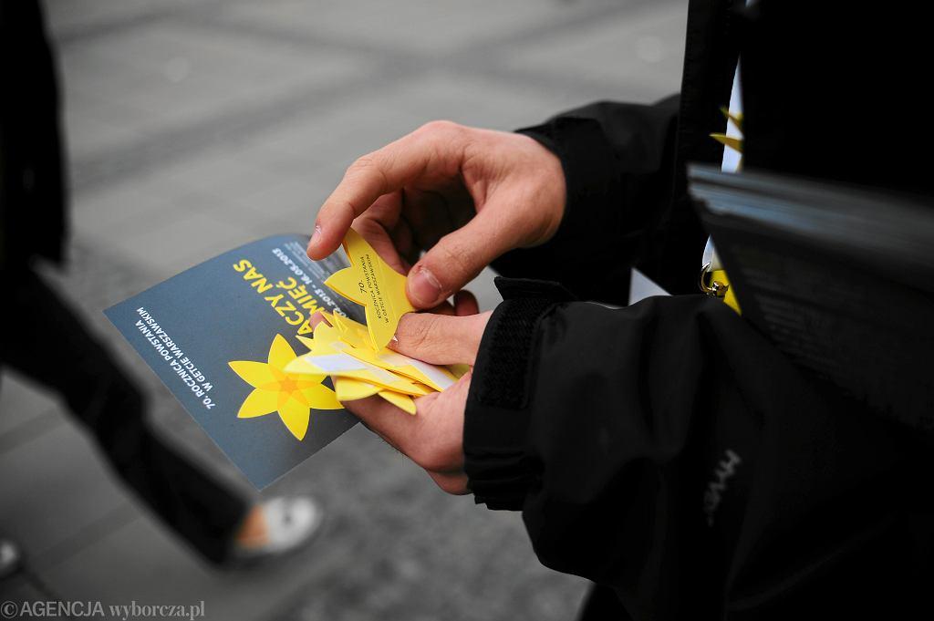 Akcja Żonkile kiedy się odbędzie? Czy w tym roku w Warszawie wolontariusze rozdadzą żółte kwiaty?