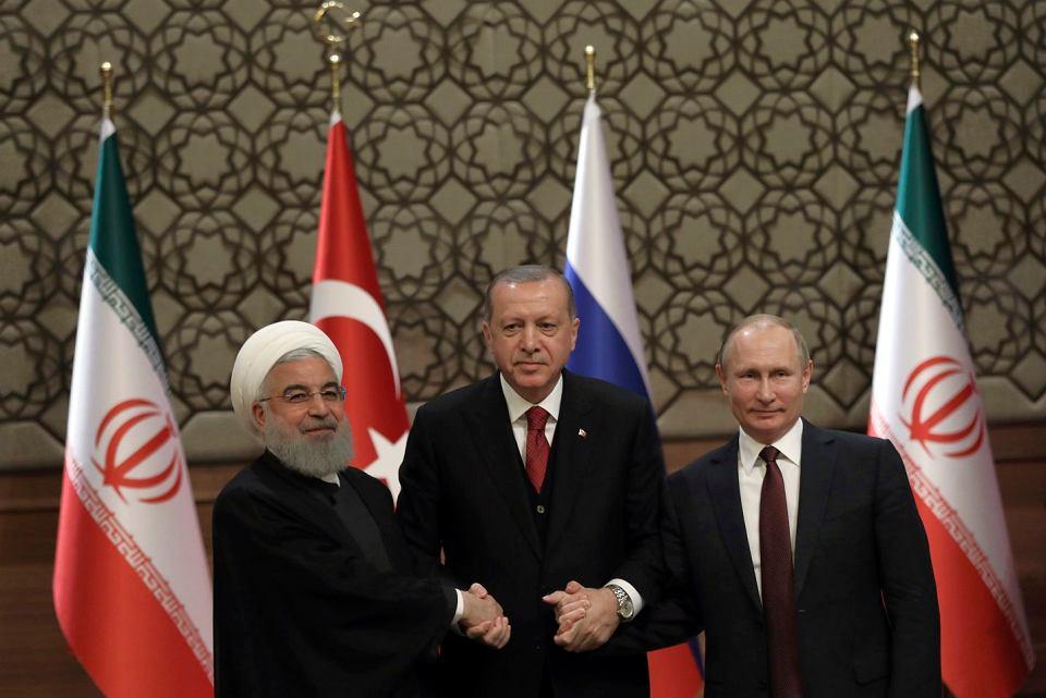 Prezydent Iranu Hassan Rouhani, prezydent Rosji Władimir Putin i prezydent Turcji Recep Tayyip Erdogan podczas wspólnej konferencji prasowej w Ankarze, 4 kwietnia 2018.