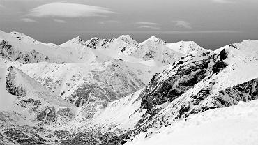W Tatrach znów spadł śnieg. TOPR ogłosił pierwszy stopień zagrożenia lawinowego (zdjęcie ilustracyjne)