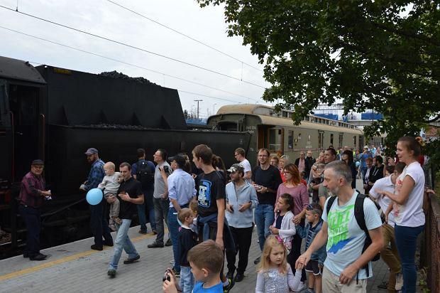 Zdjęcie numer 6 w galerii - Zabytkowy pociąg przyjechał do Żywca piękną trasą [ZDJĘCIA]